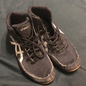 Very lightly used ASICS wrestling shoes 8.5